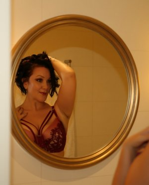 Helodie adult dating in Burien WA